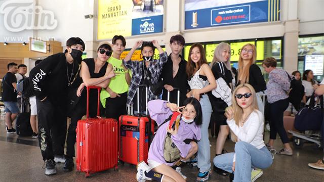 """""""Dàn"""" cực phẩm Vbiz đổ bộ sân bay, đi Phú Quốc dự đám cưới Đông Nhi"""