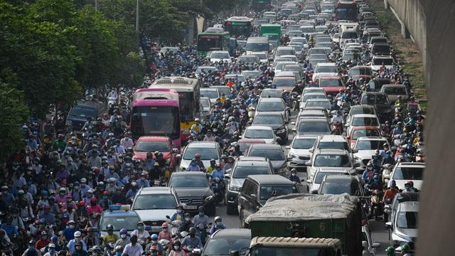 Giao thông Hà Nội, TP HCM trở lại cảnh rối loạn sau kỳ nghỉ lễ